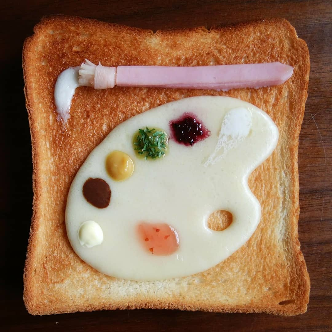 palette and paints toast art