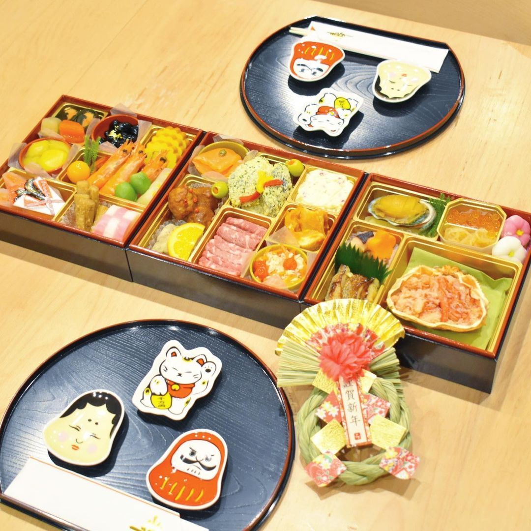 osechi and good luck charms